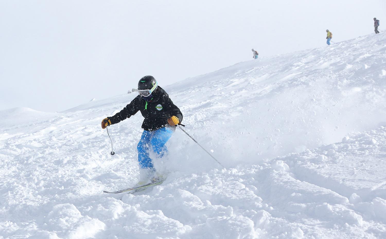 Snoworks GAP trainee skiing